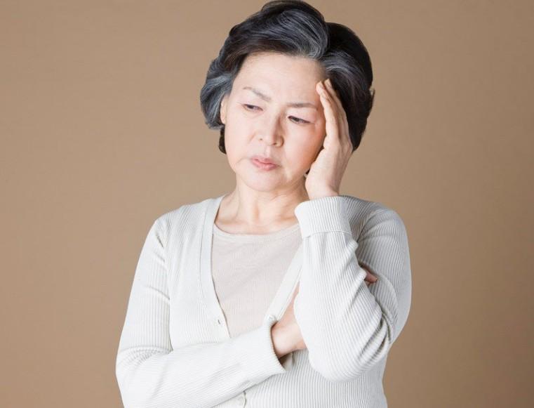 哪些因素会导致老年人出现白癜风